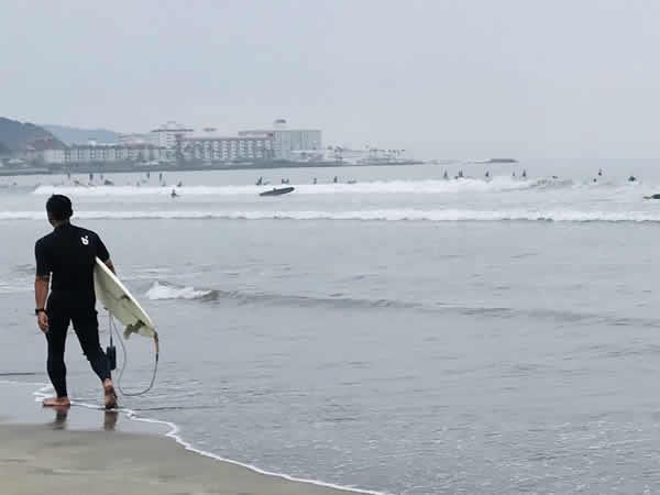 由比ヶ浜サーファー