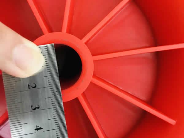 台車のタイヤの穴のサイズ