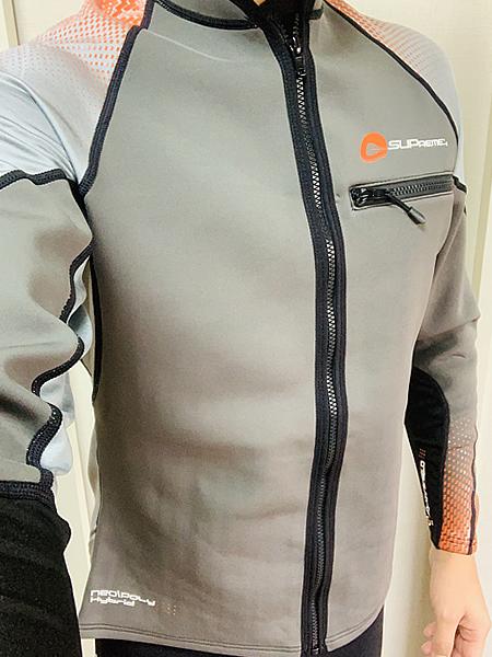 SUPremeウェットスーツ