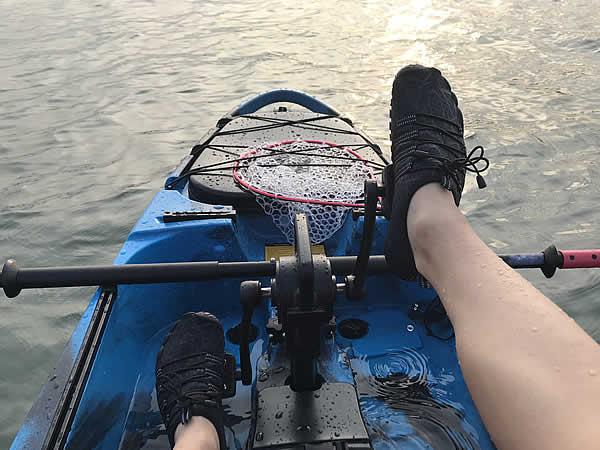 足漕ぎペダル式のシーカヤック