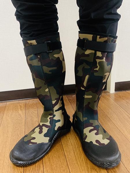ネオプレーン製の長靴で防水