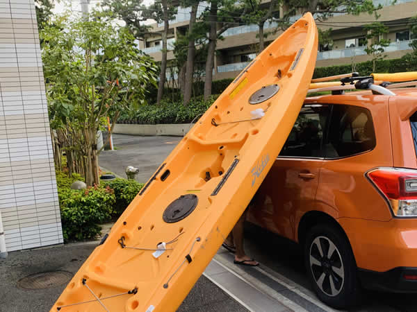 4mある二人乗りカヤックの車載、車に乗せる