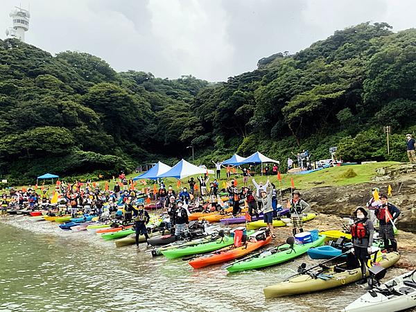 Tokyo Bay Yokosuka CUPに集結した約70艇ものカヤック