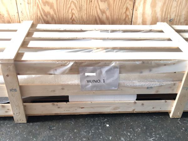 輸送貨物を木枠で梱包